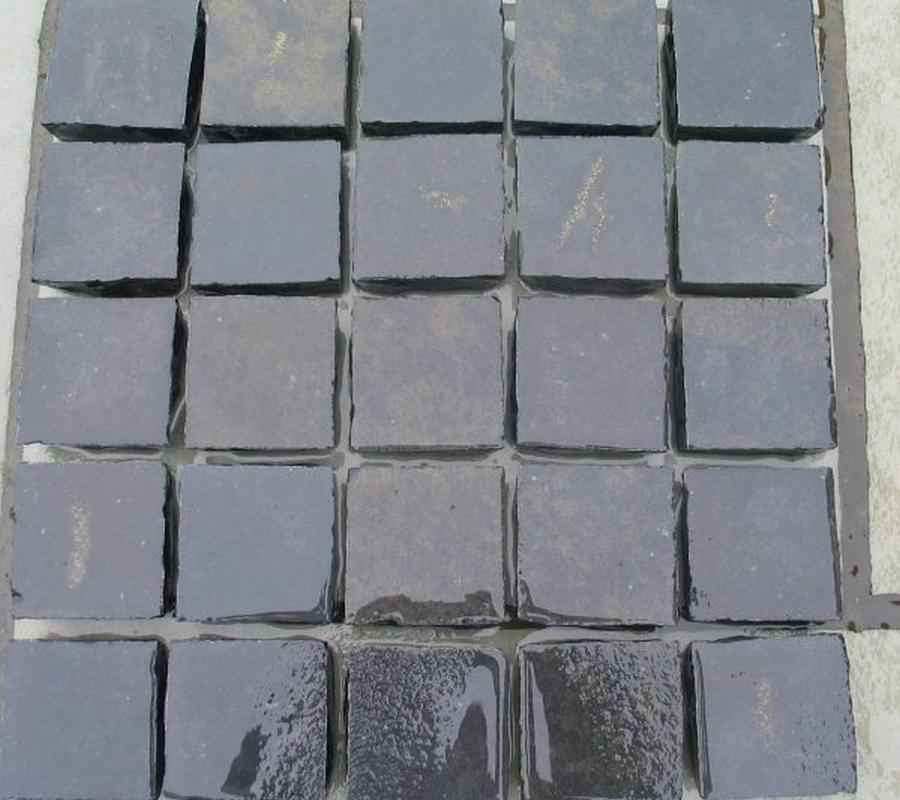 Kota Black Limestone Cobbles – 100mm x 100mm x 60-40mm