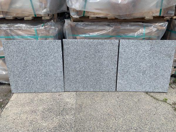 Mid Grey Granite Paving (G654) – 600mm x 600mm x 20mm / 19m2 Pack