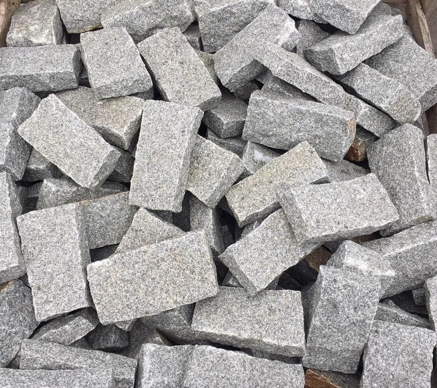 Mid Grey Granite Cobbles – 200mm x 100mm – 7.5m2 pack